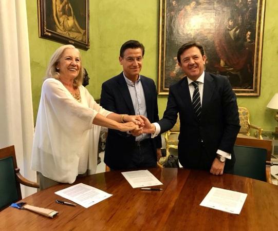 El Ayuntamiento y CajaGranada Fundación renuevan el convenio de apoyo a la OCG