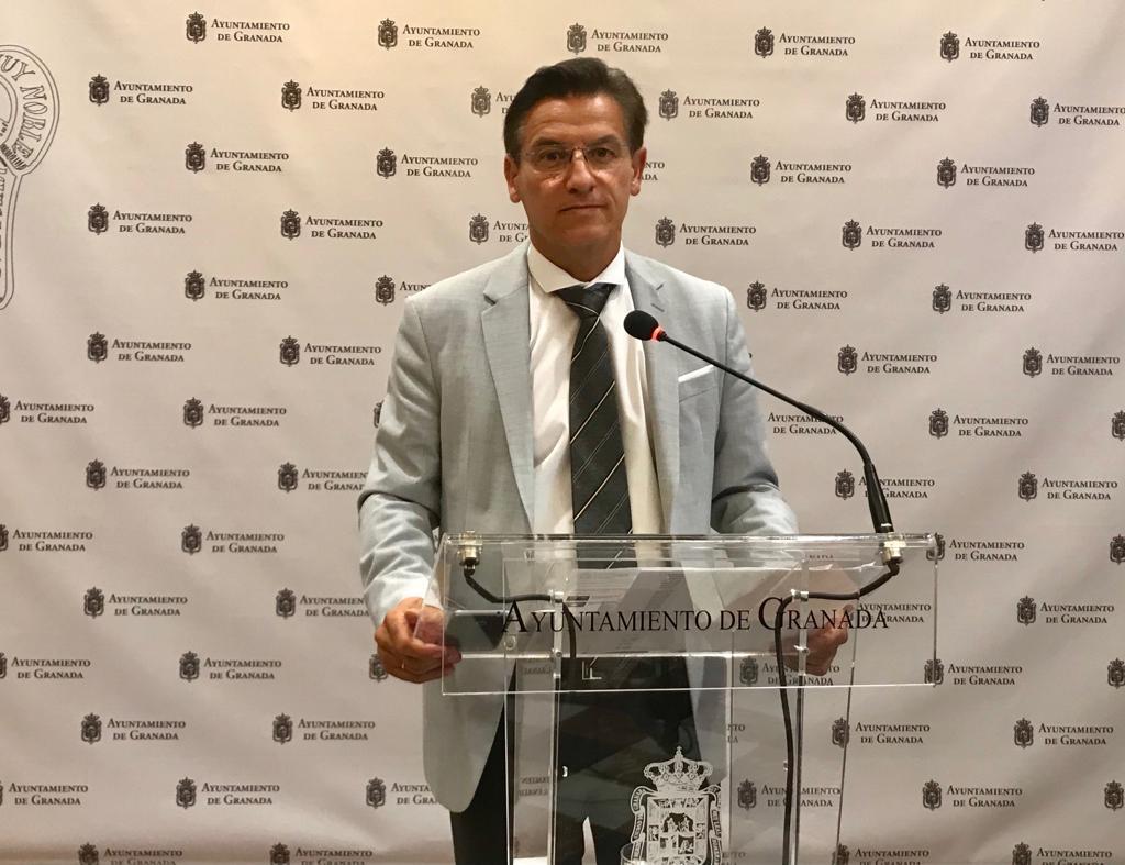 Luis Salvador acusa a Cuenca de hacer campaña electoral «con dinero público»