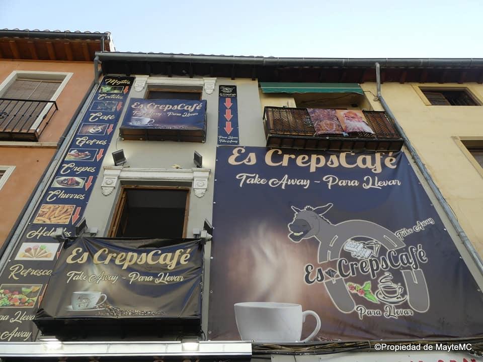 Un edificio del Albaicín, sancionado por convertirse en valla publicitaria