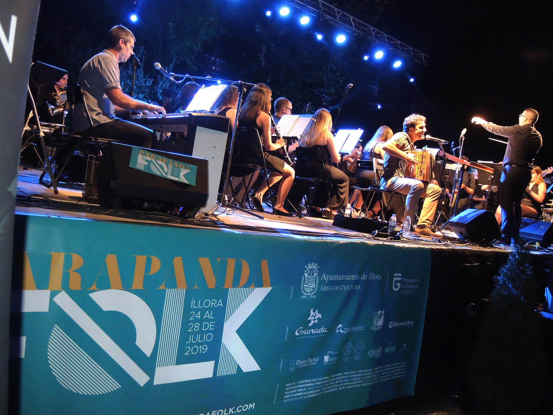 Mielotxin y la banda municipal triunfan en el Parapandafolk