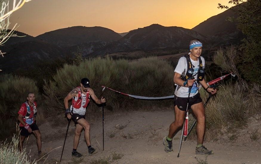 Un millar de corredores de 36 países afrontan este sábado los tres retos de la Ultra Sierra Nevada