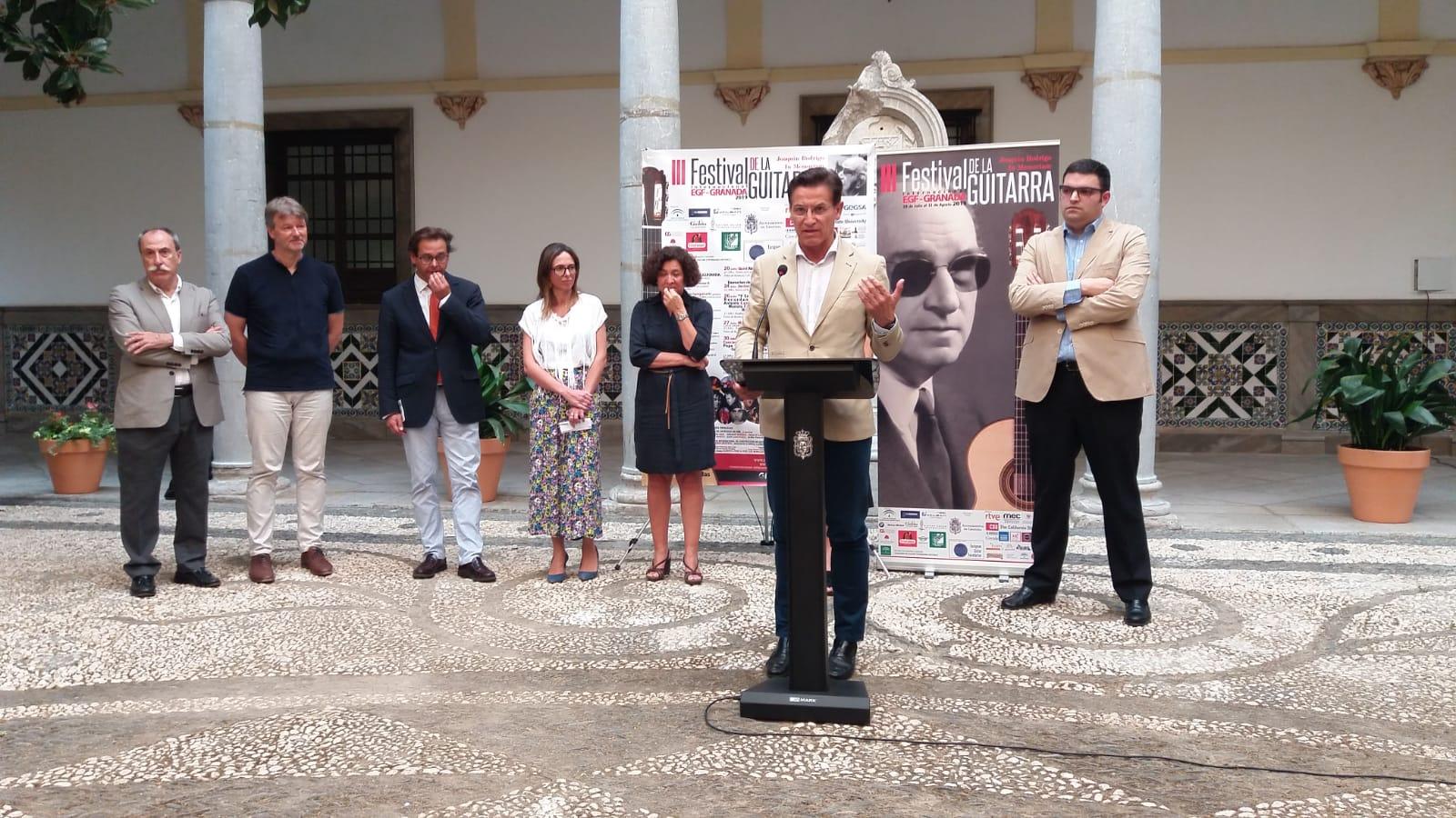 El alcalde celebra la gran aceptación del público del Festival de la Guitarra