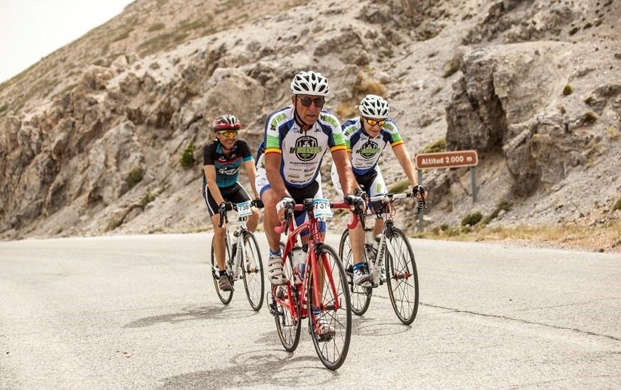 Unas 400 personas participan en la actividad cicloturista entre Cenes de la Vega y Sierra Nevada