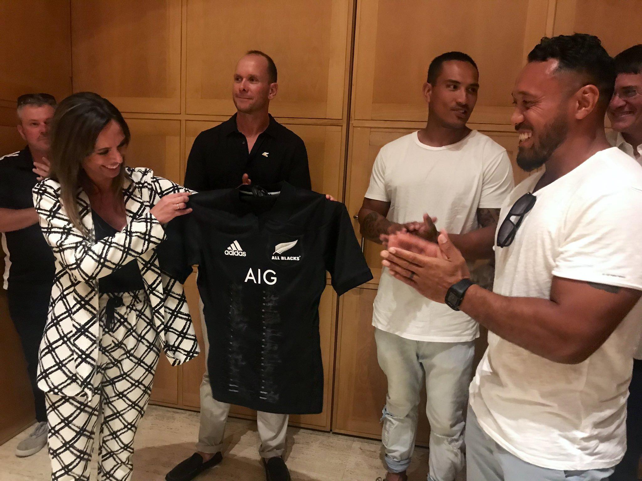 Los All Blacks visitan la Alhambra e interpretan una haka