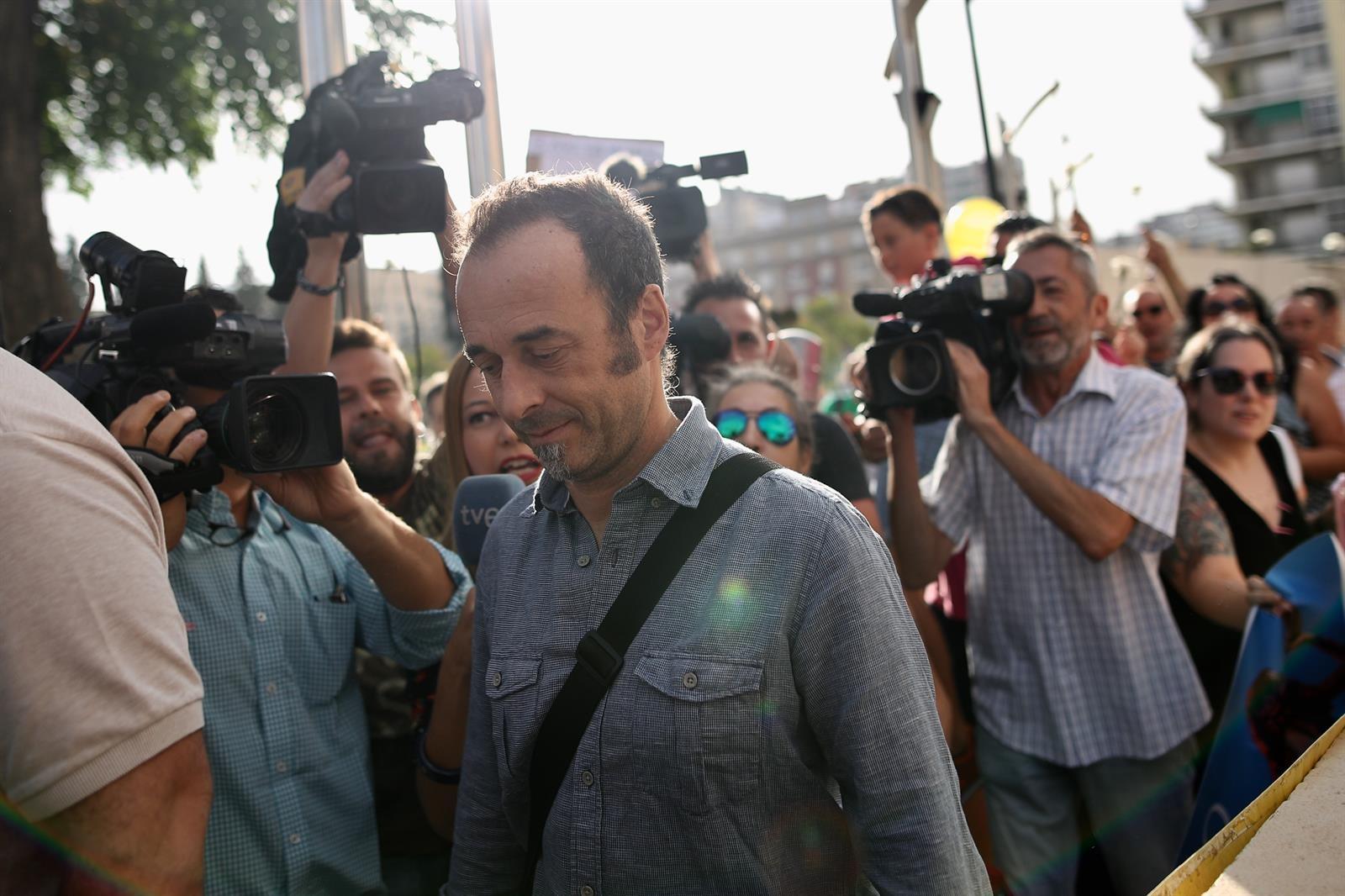 La expareja de Rivas tomará medidas tras la denuncia por maltrato y confía en el regreso a Italia de los niños