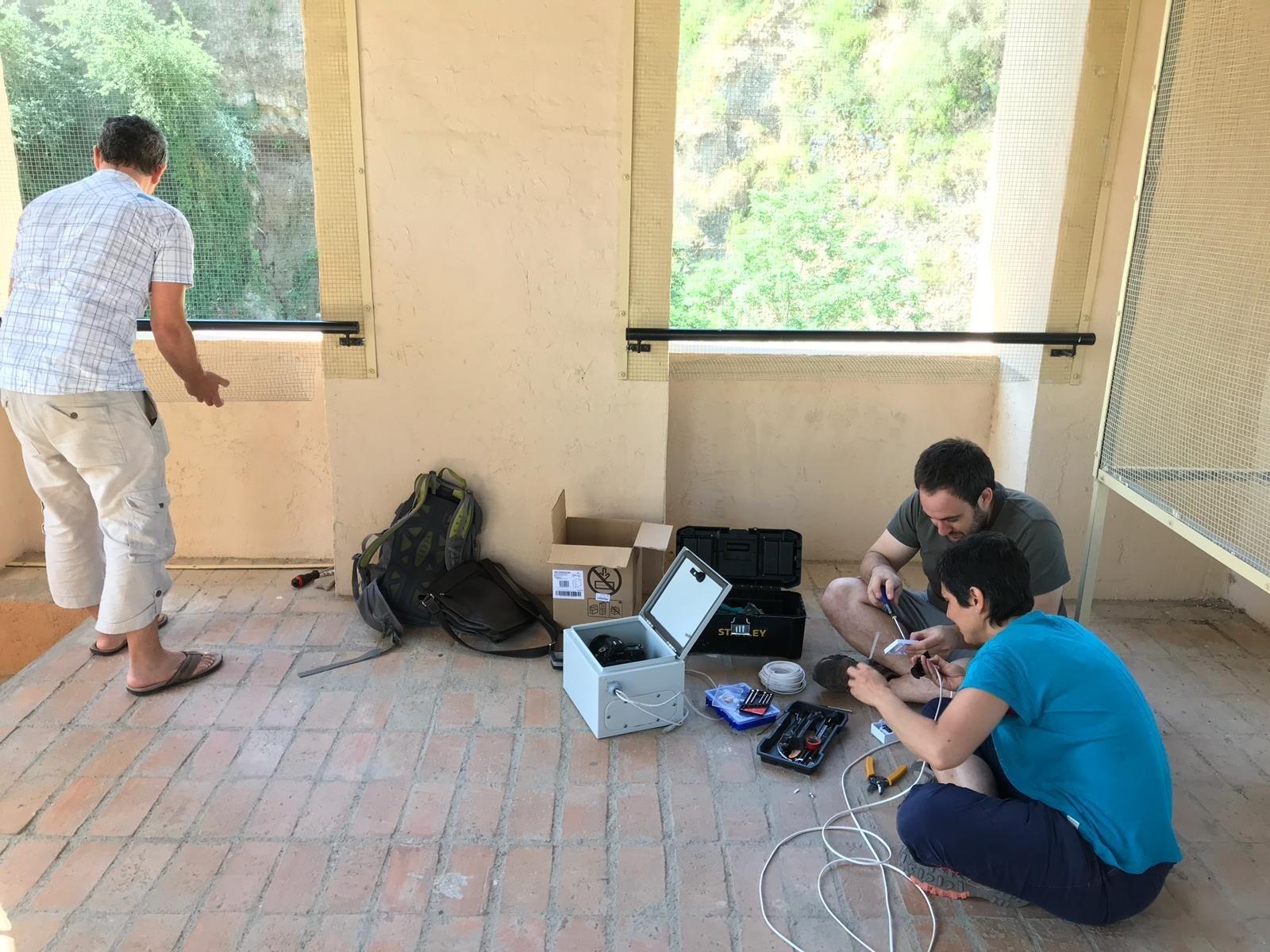 La Alhambra instala cámaras para analizar los desprendimientos junto a una de sus laderas