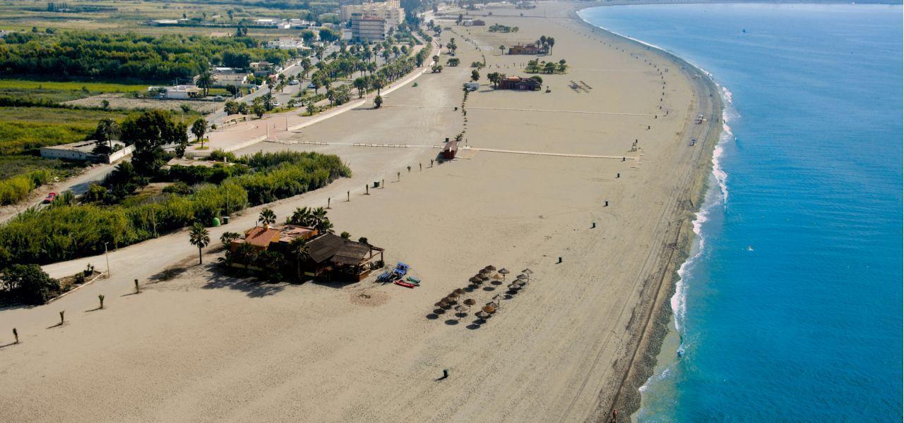 Motril se moviliza para pedir que se pueda aparcar en Playa de Poniente