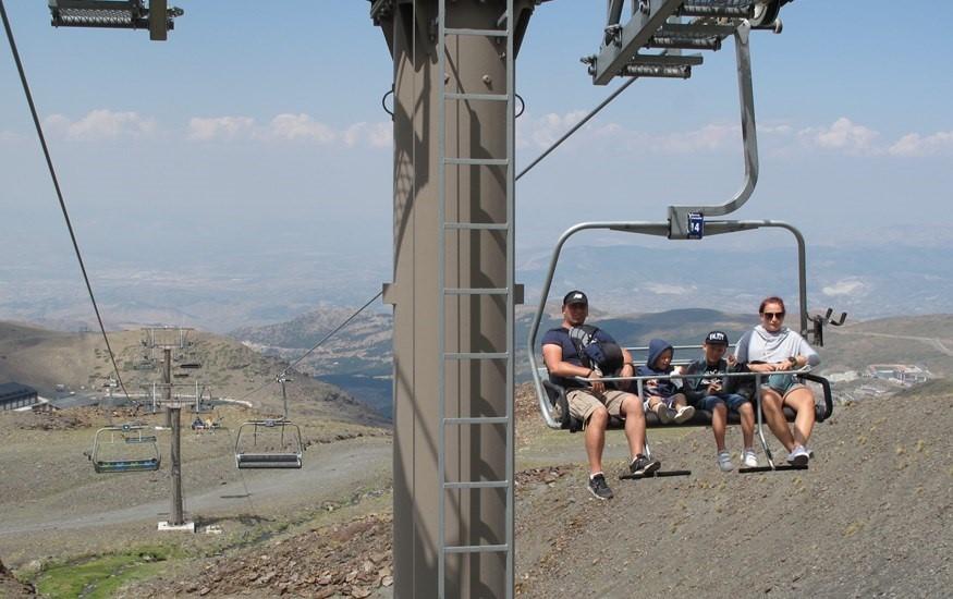 Sierra Nevada abre sus instalaciones de verano y pone en marcha programas con más de 50 actividades