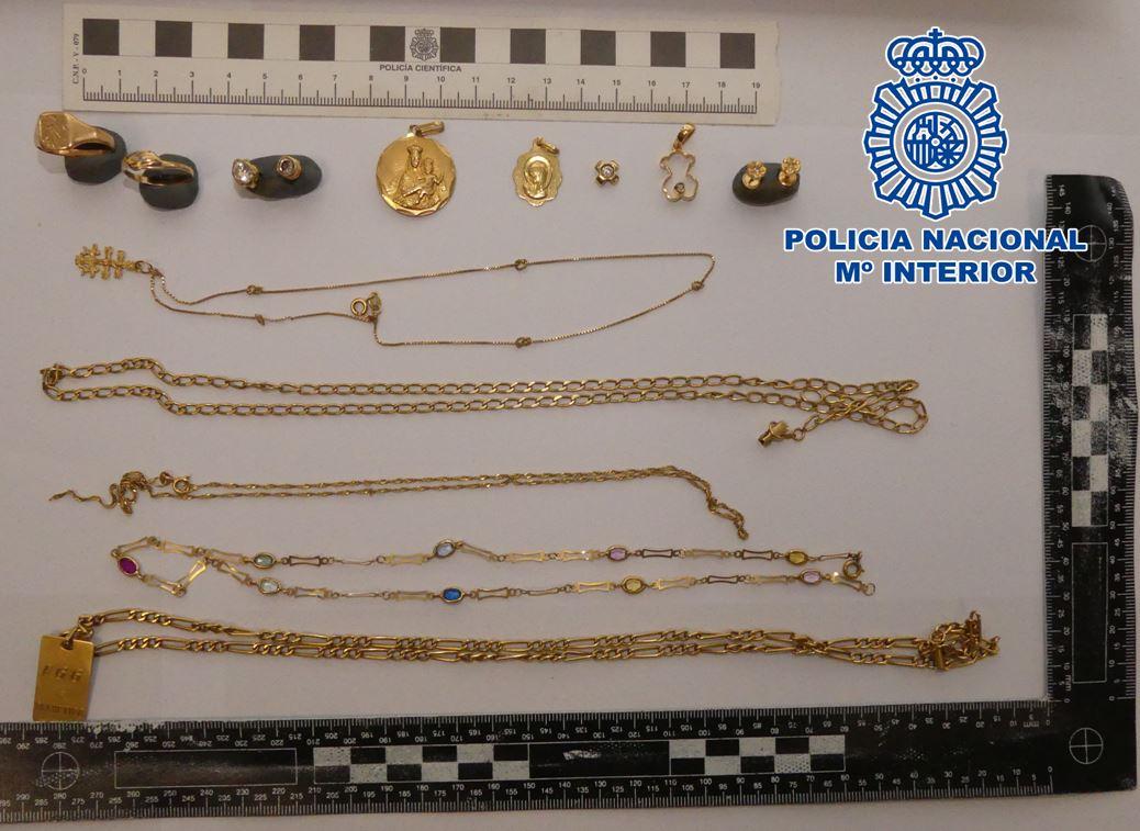 Dos detenidas por sustraer joyas y dinero del interior de un domicilio de Motril