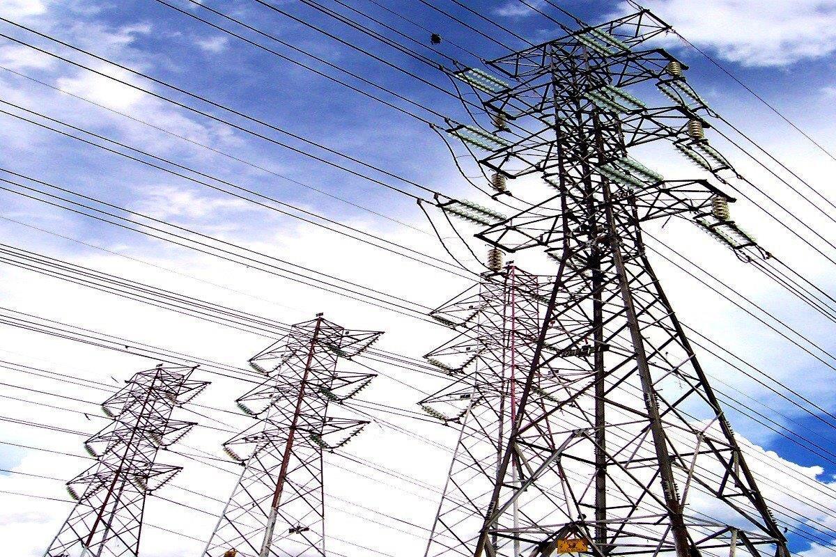 Nuevo paso adelante en la línea eléctrica Baza-Caparacena