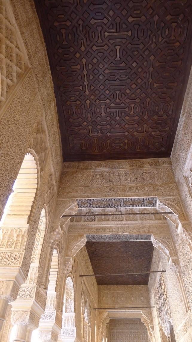 La Alhambra realiza trabajos de conservación en las galerías del corredor del Patio de los Leones
