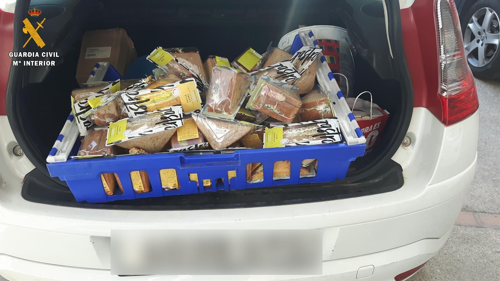 A disposición judicial dos personas por el supuesto hurto de un furgón cargado de comida precocinada
