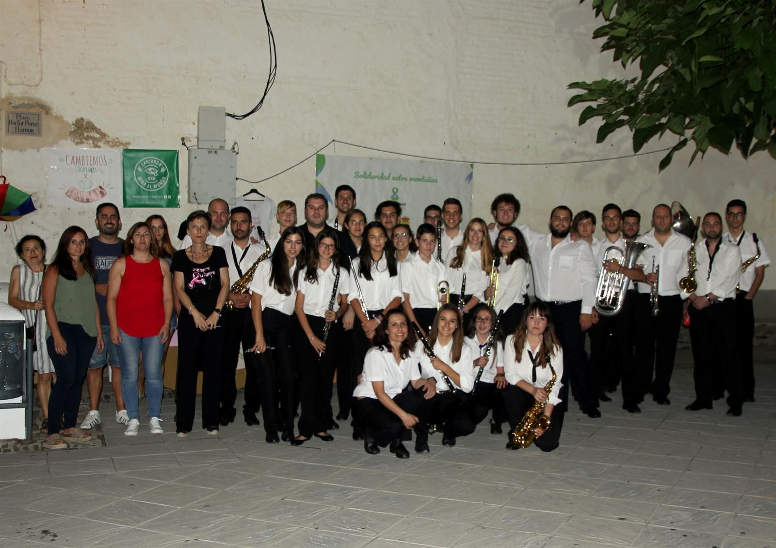 Recaudan fondos para la investigación contra el cáncer en una velada musical en Bubión