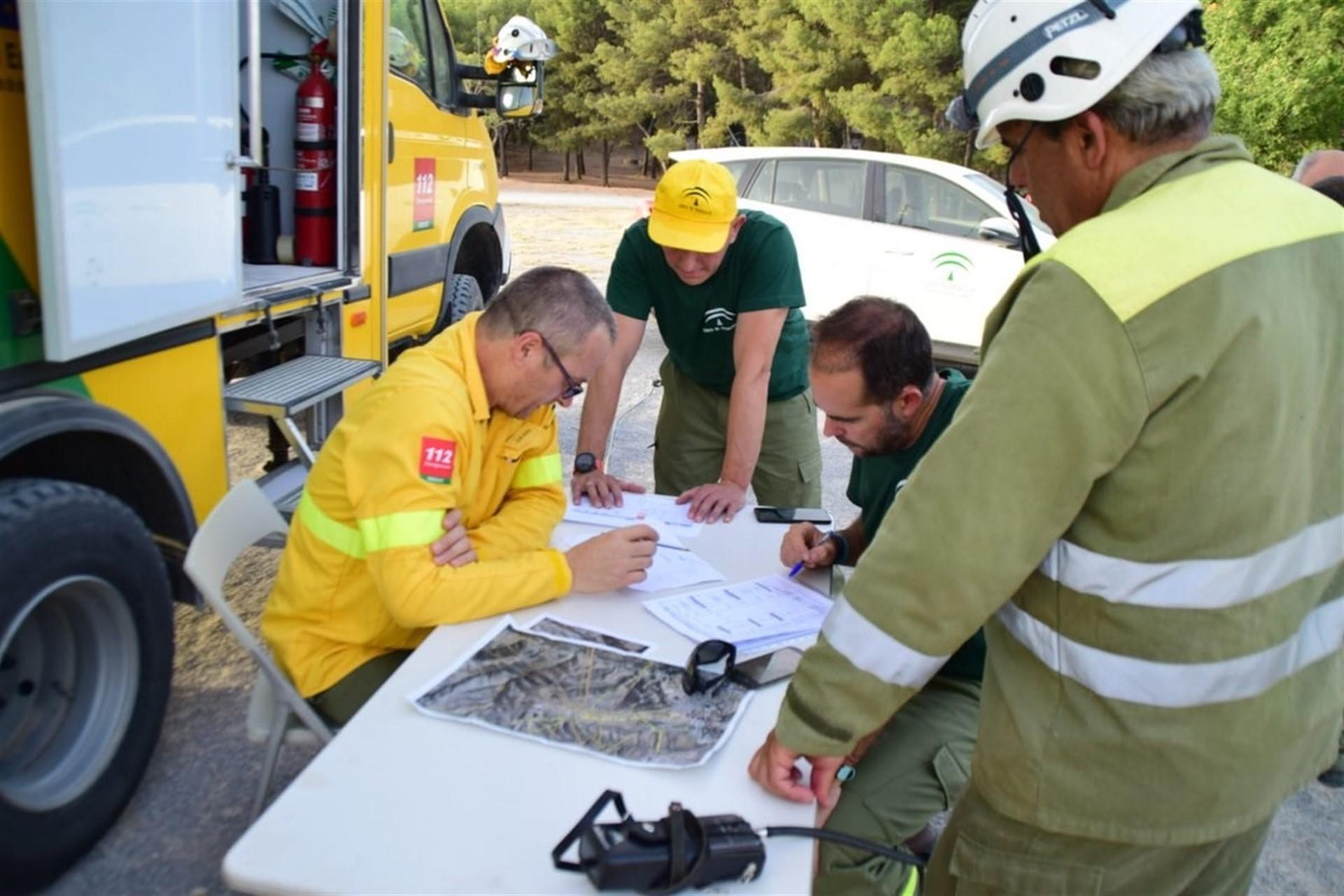 El Infoca trabaja en tareas de remate y liquidación del incendio de Busquístar, ya controlado