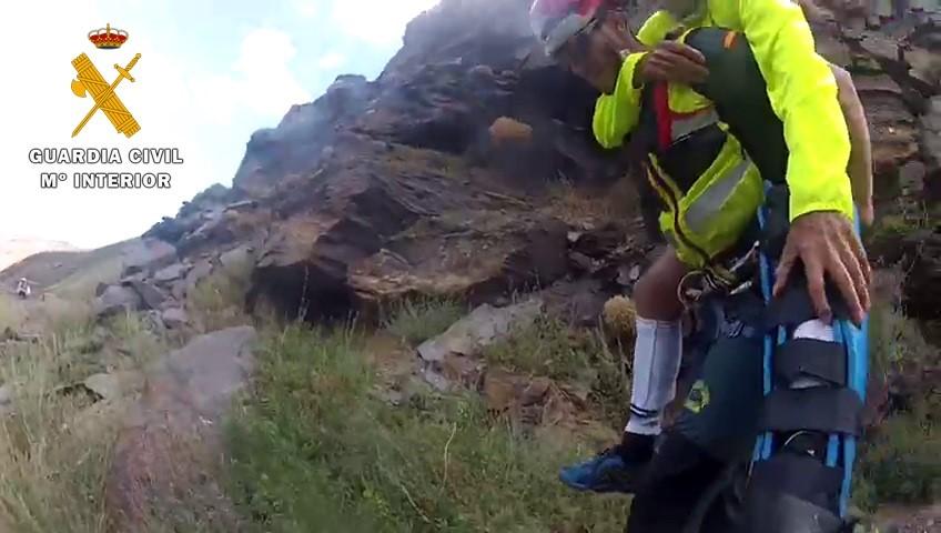 Rescatan a una mujer que no podía caminar tras un accidente en Río Verde
