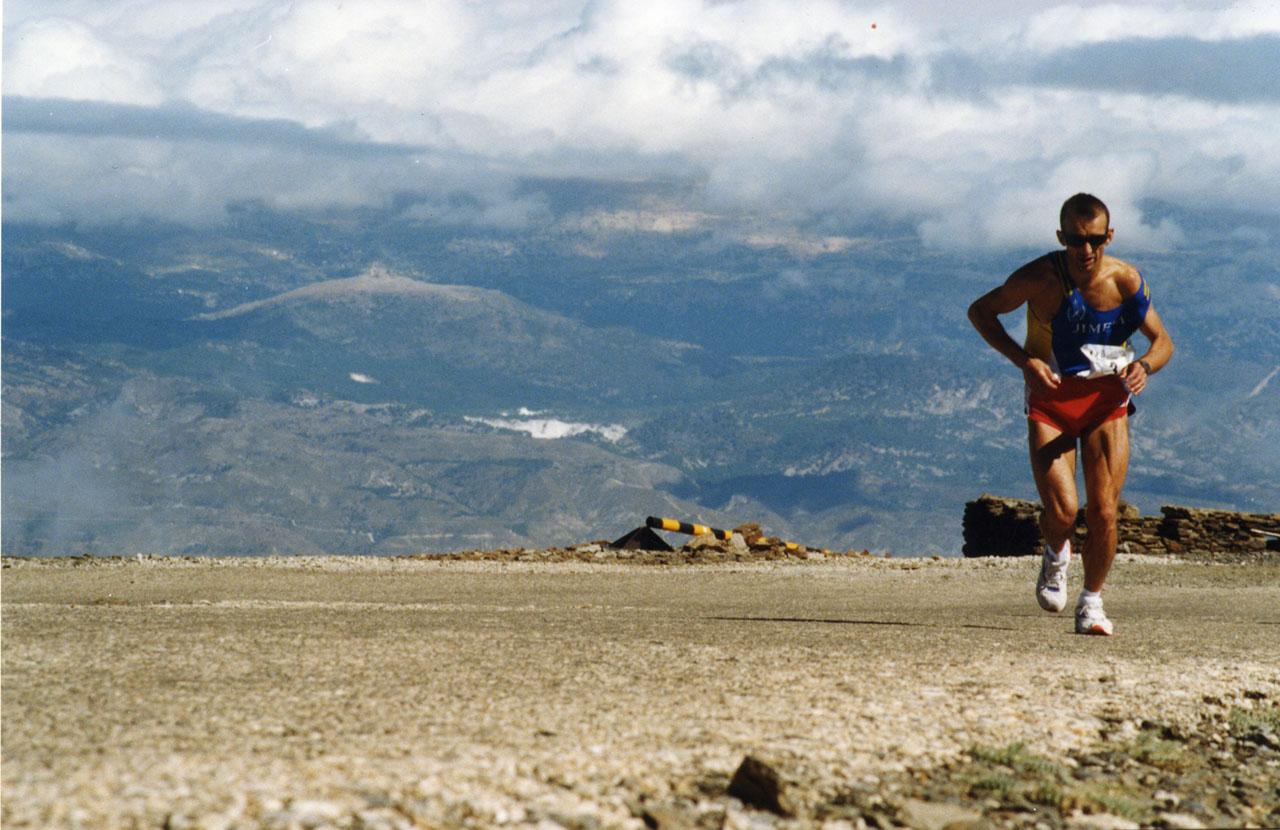 Casi 800 personas se dan cita en Granada para participar en la carrera más dura del mundo