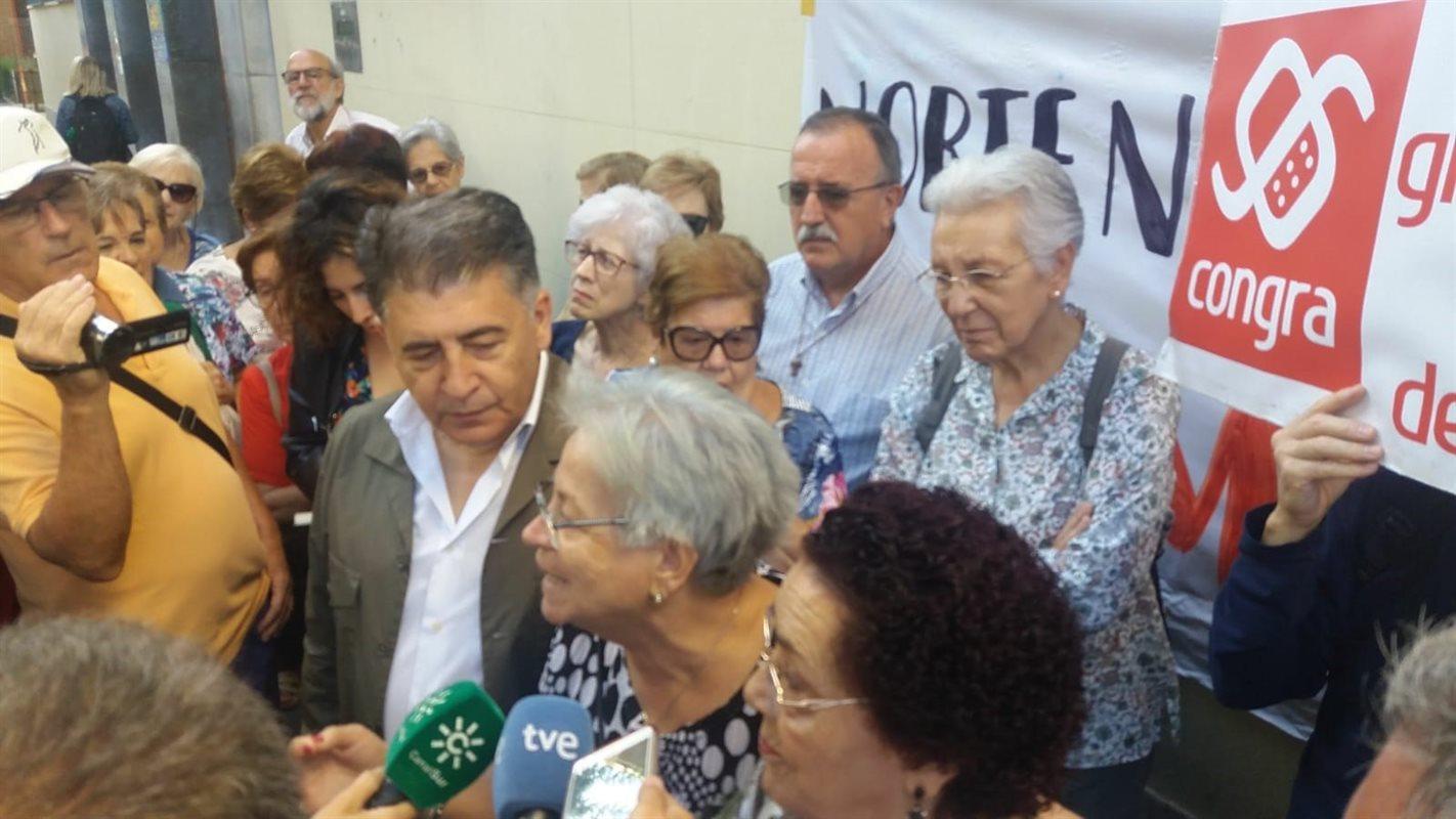 El Defensor de la Ciudadanía y el párroco de La Paz inician un encierro por los cortes de luz en la zona Norte