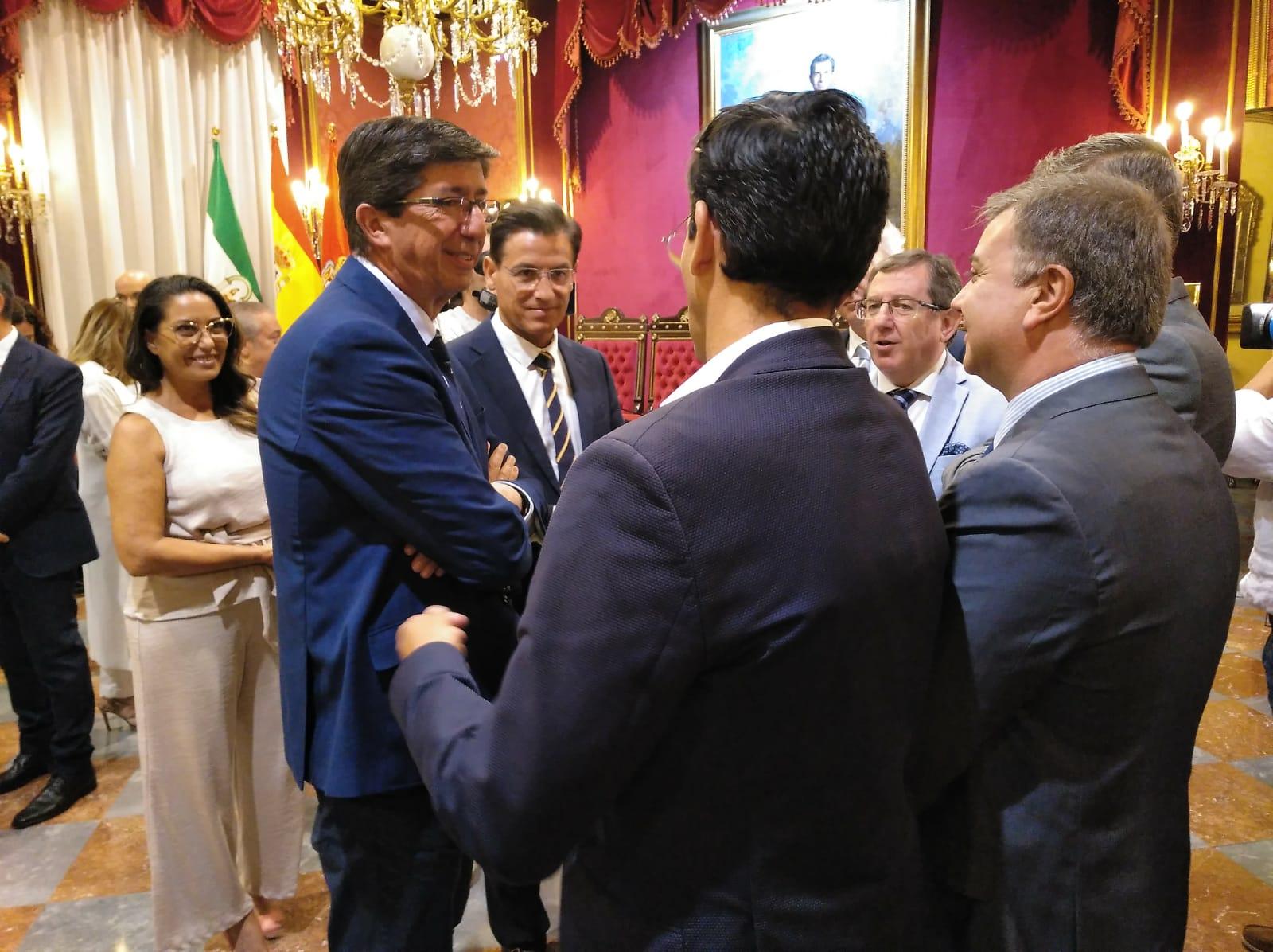 Juan Marín traslada a Luis Salvador la «total implicación y compromiso» de la Junta con Granada