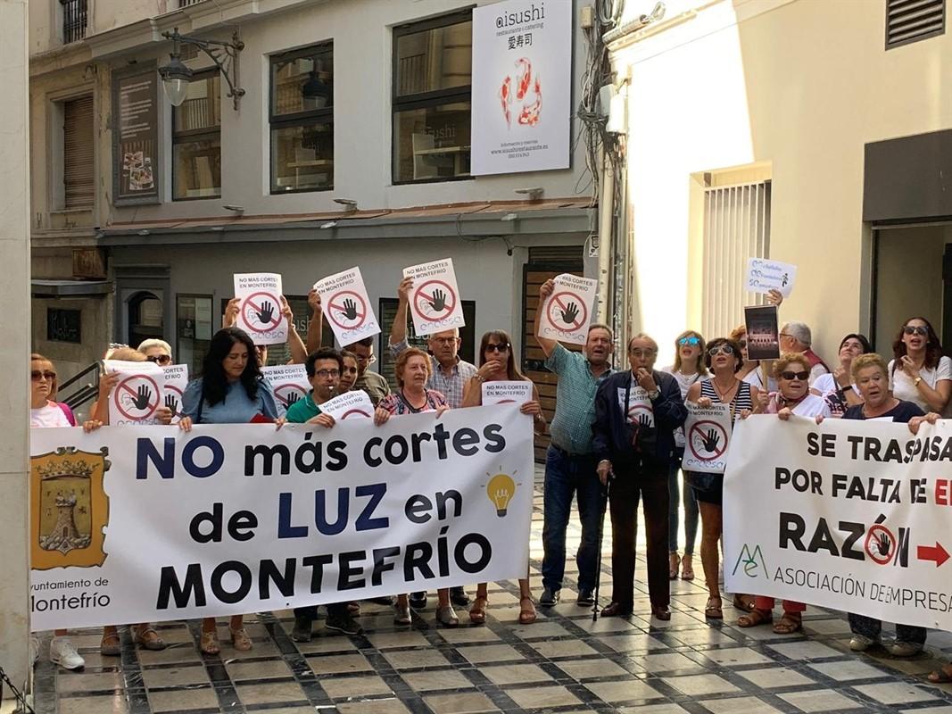 Vecinos de Montefrío reclaman soluciones a Endesa ante los «continuos cortes de luz»