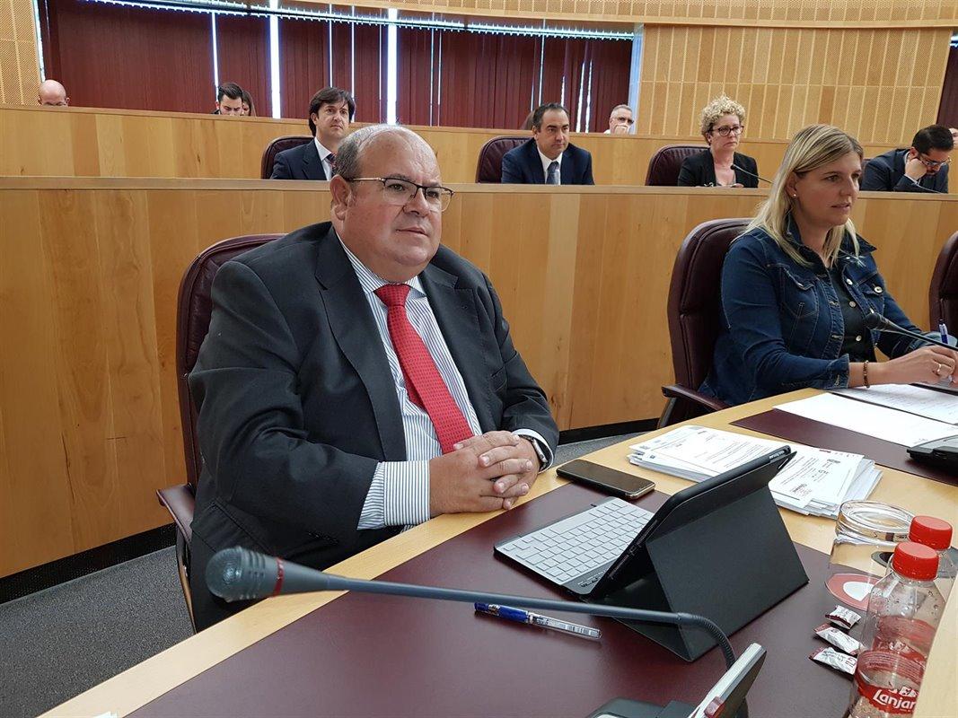 José Robles critica la «inacción» de la Subdelegada durante la crisis