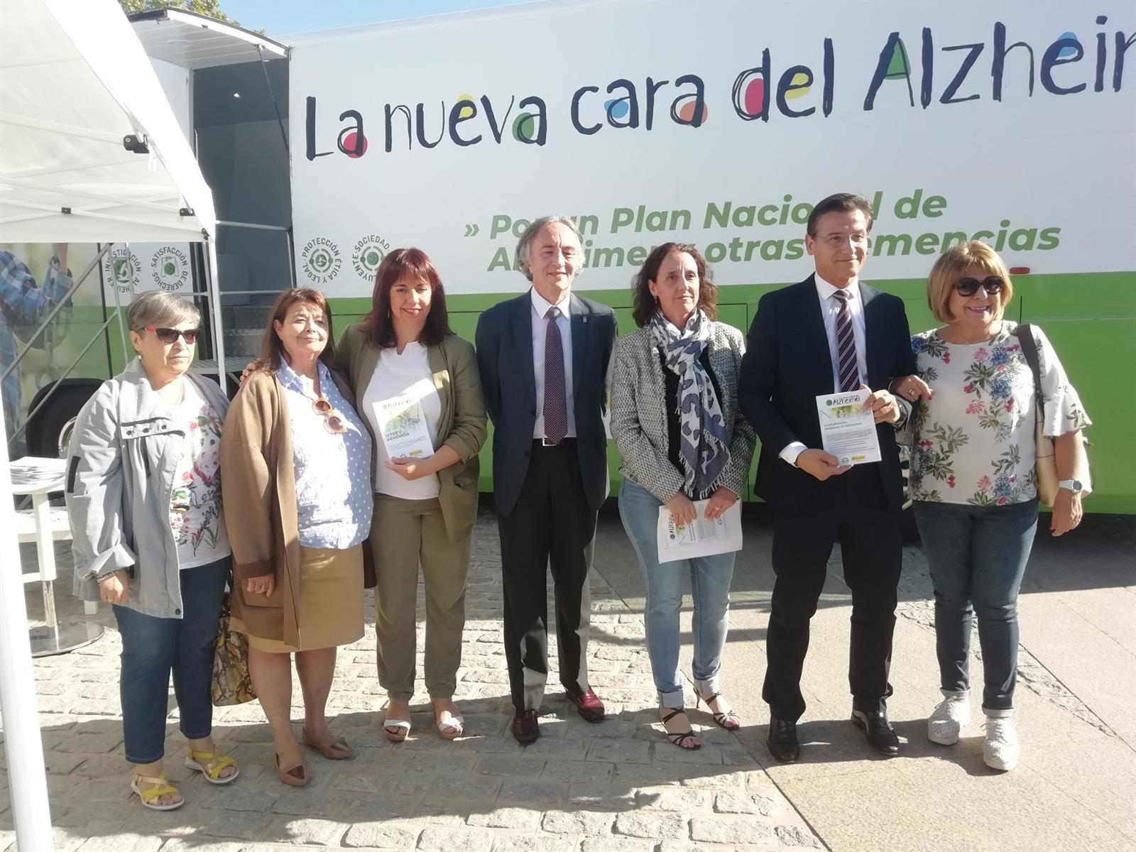 La Junta aboga por la investigación en la presentación de la nueva campaña 'La otra cara del Alzheimer'