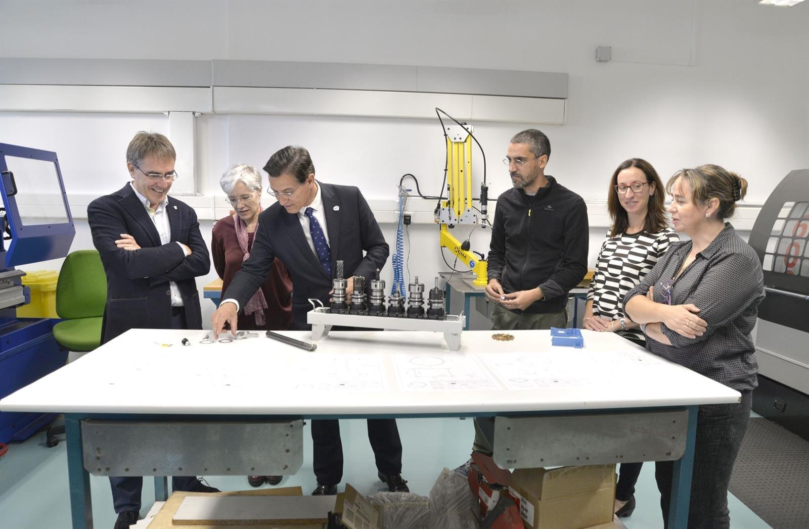 Luis Salvador destaca la apuesta del Ayuntamiento por la tecnología en una visita al Instituto de Astrofísica
