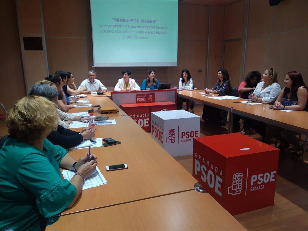El PSOE urge al Ayuntamiento a dar «marcha atrás» a la reducción de policías contra la violencia machista