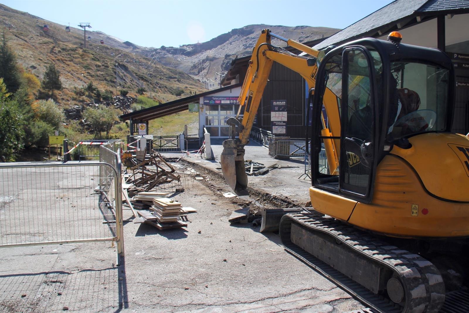 Sierra Nevada inicia la reparación de la plaza de Andalucía de Pradollano
