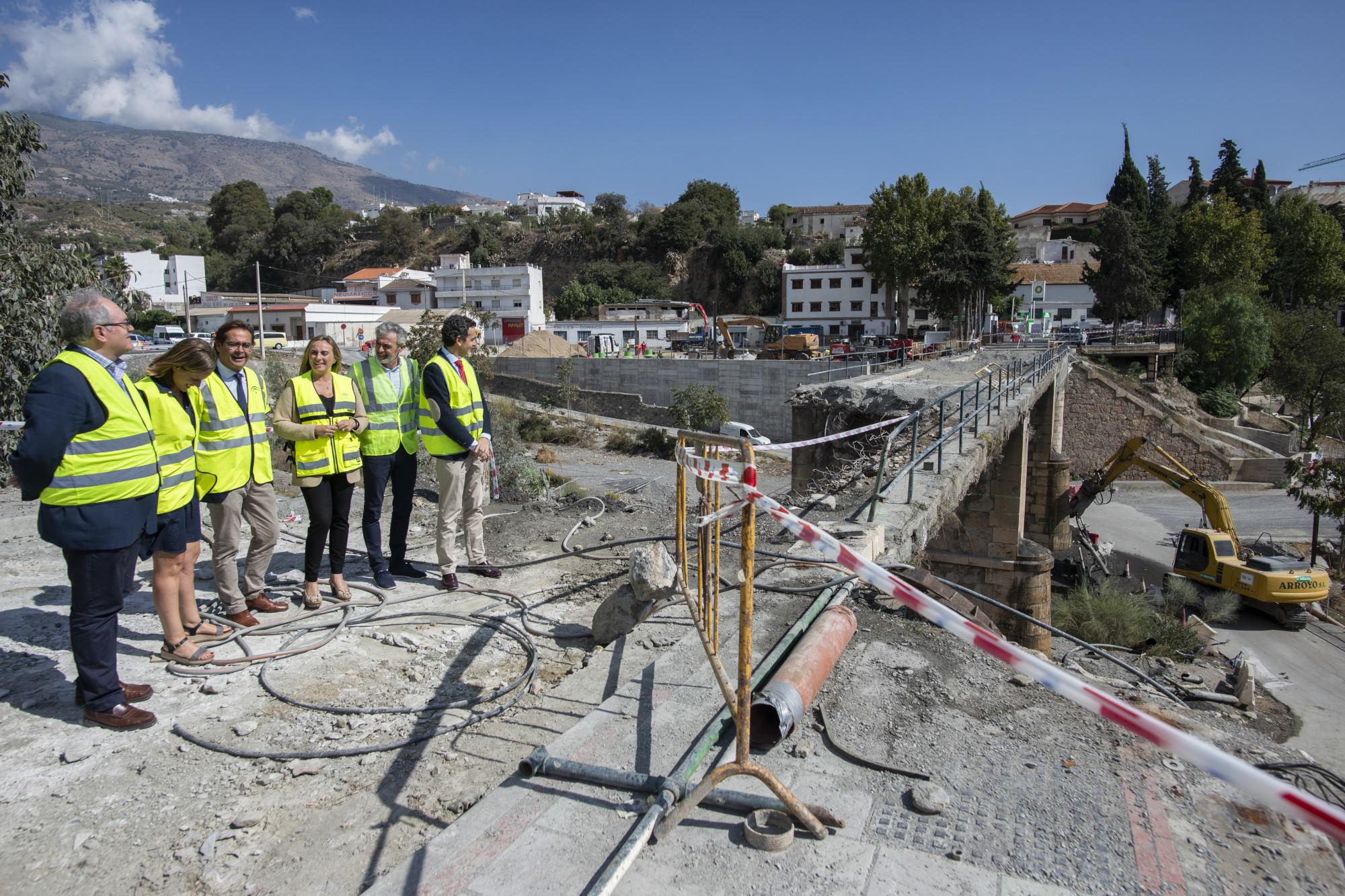 Comienza el derribo del tablero del puente de Órgiva para su reconstrucción