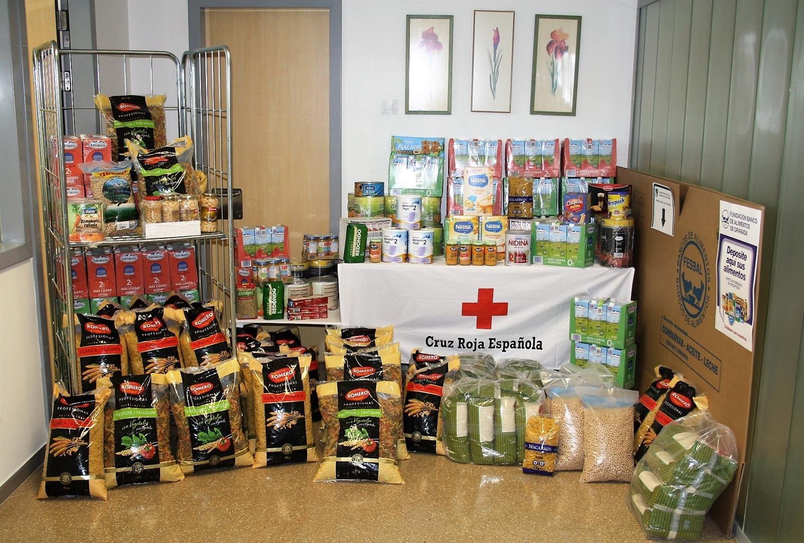 Donan más de 800 kilos de alimentos en la campaña solidaria organizada por el hospital San Cecilio