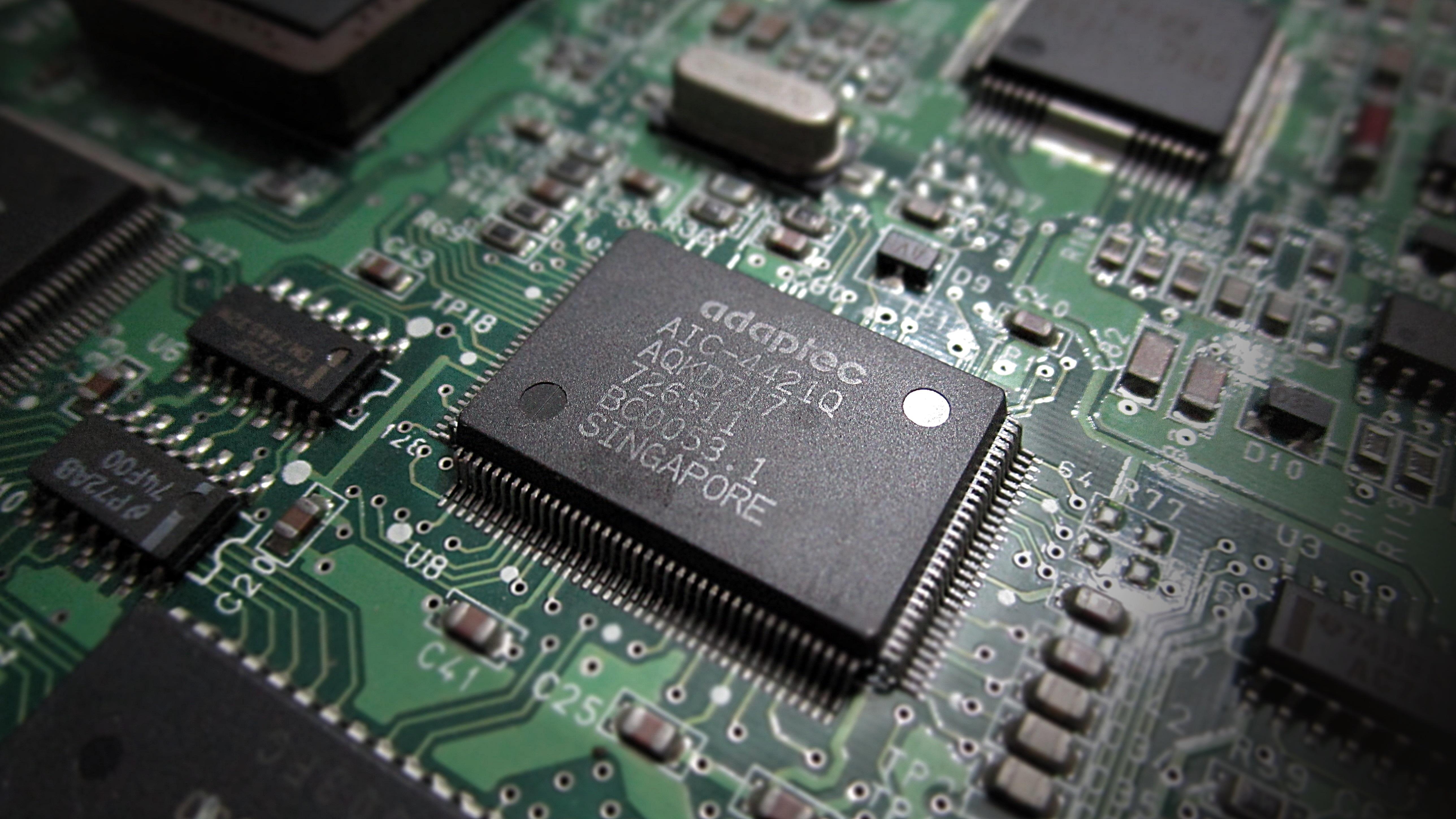 Investigadores de la UGR desarrollan la celda de memoria más pequeña del mundo
