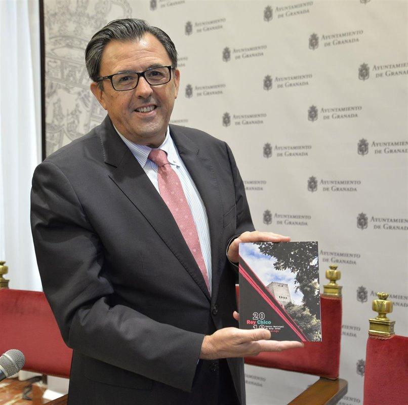 El Ayuntamiento de Granada lanza un catálogo de las exposiciones del Rey Chico