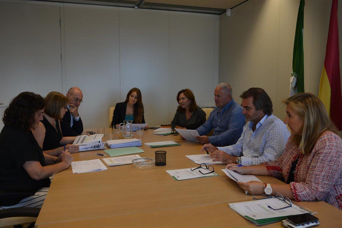 La Junta destina más de 850.000 euros a mejorar la competitividad de empresas de la provincia