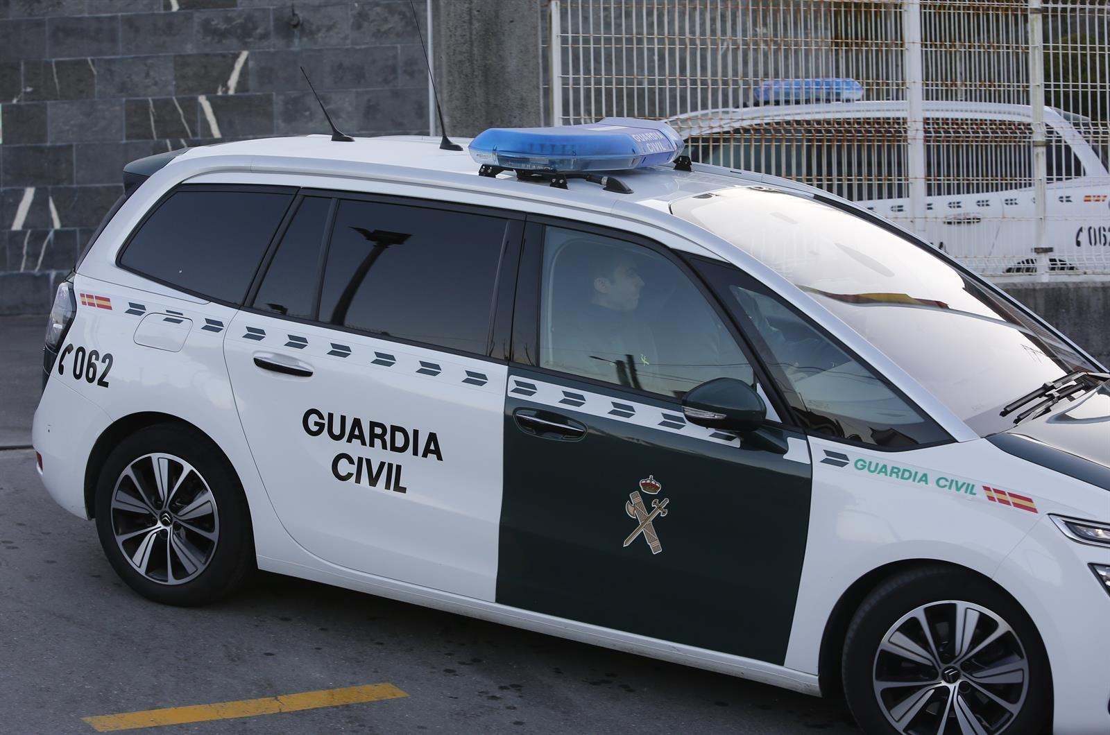 La Guardia Civil vigila el albergue para inmigrantes en cuarentena en Víznar