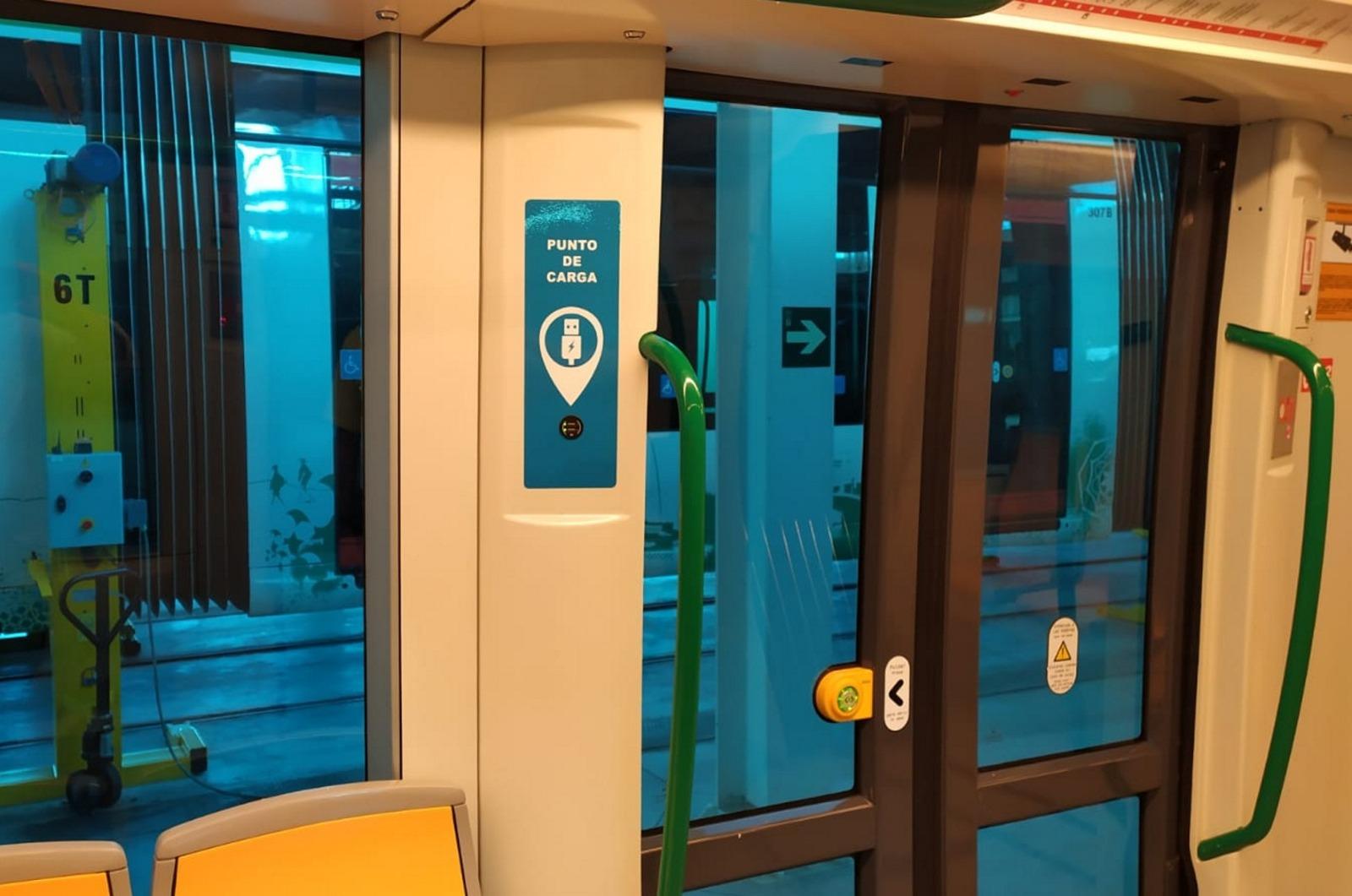 Los granadinos podrán cargar su móvil en el metro