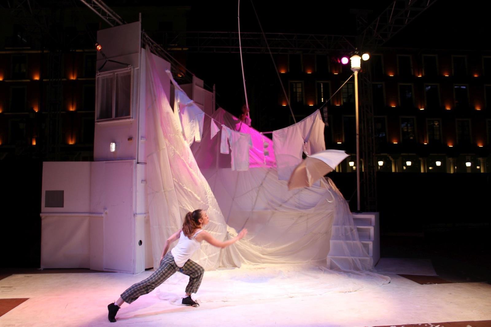 El Alhambra presenta el espectáculo circense 'Vigilia' de Jorge Barroso