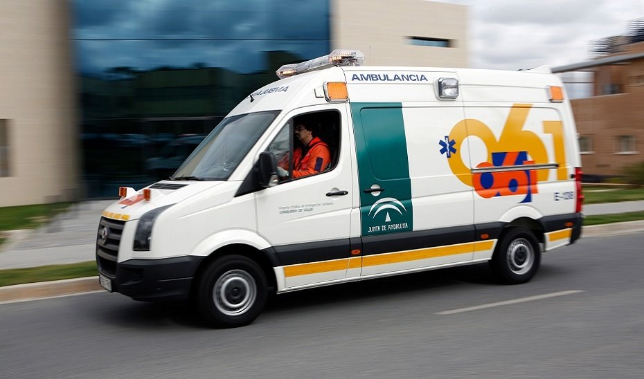 Rescatado un hombre tras caer de forma accidental por un terraplén en Almuñécar