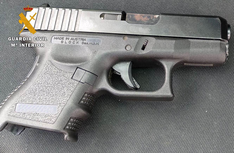 Detenido por amenazar con una pistola a los clientes de un bar de copas de Cúllar Vega