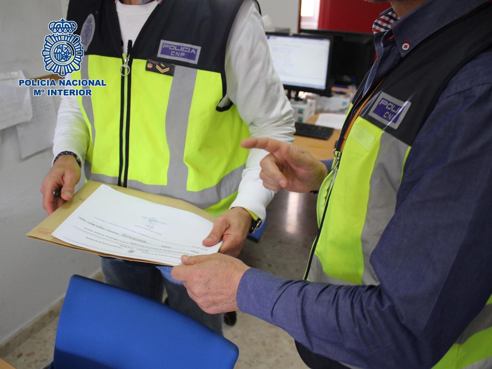Detenidos seis presuntos miembros de un grupo dedicado a regularización ilegal de extranjeros