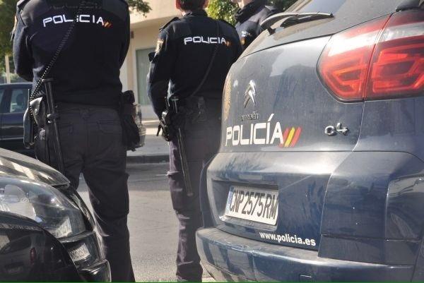 Detenido por atracar a un viandante al que golpeó para robarle un altavoz