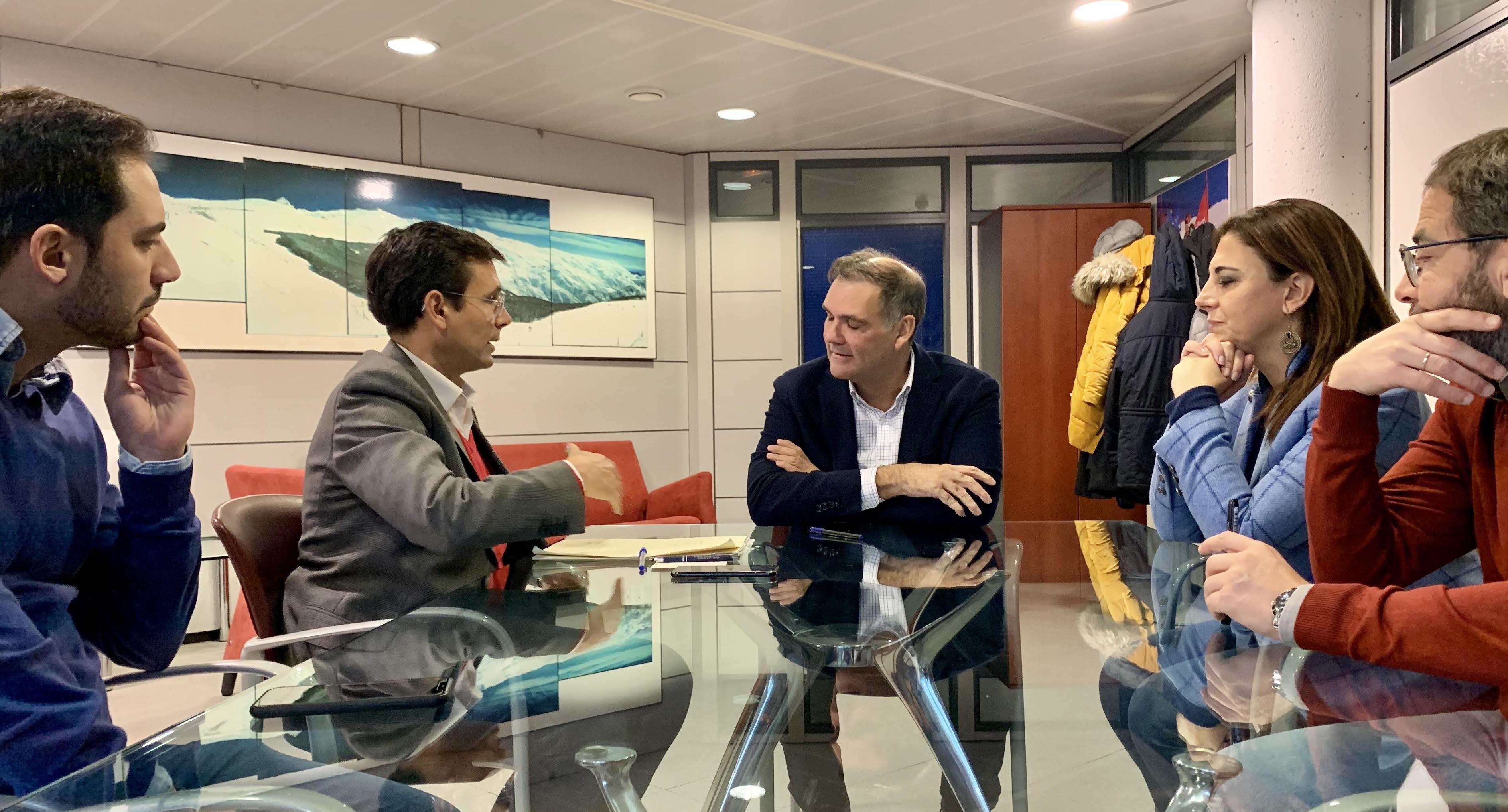 Paco Cuenca propone a Cetursa bonificaciones para los granadinos en la estación de esquí