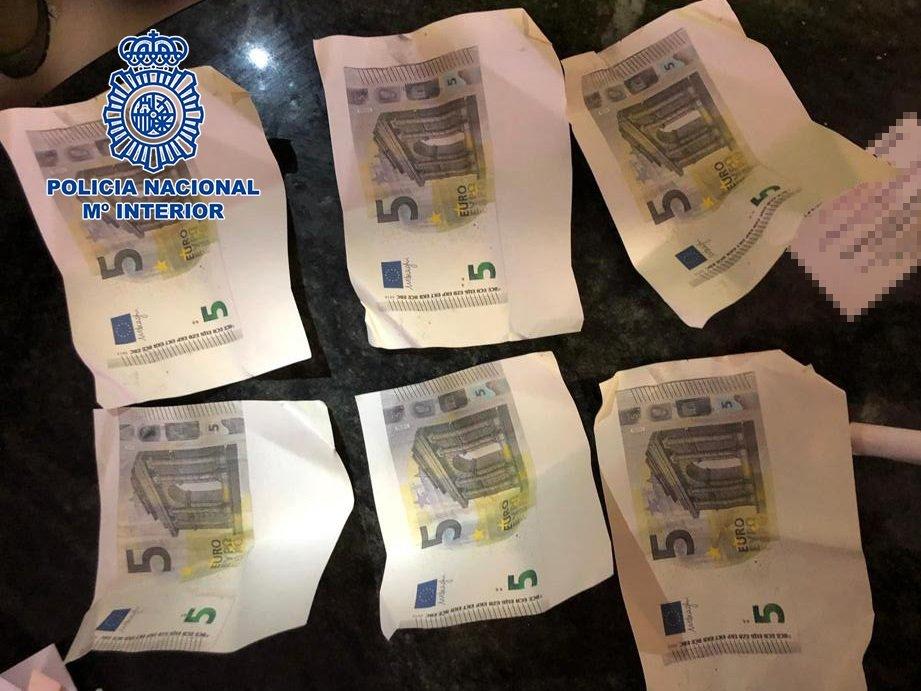 Detenido tras imprimir en su domicilio billetes falsos de cinco euros