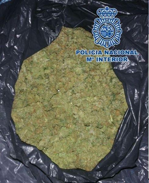 Se enfrenta a cuatro años de cárcel tras ser detenido con drogas por el fuerte olor a marihuana que desprendía