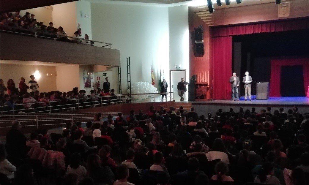 Más de 400 escolares participan en la Fiesta del Juego y del Juguete de Alhendín