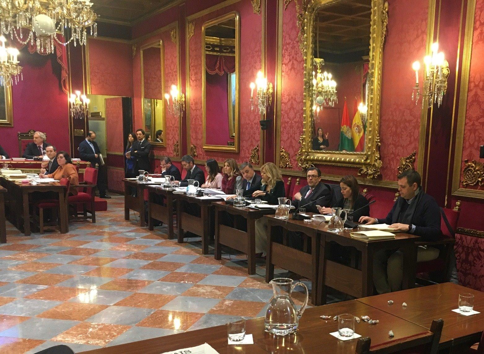 El Pleno aprueba una moción de «repulsa» a los condenados por los ERE