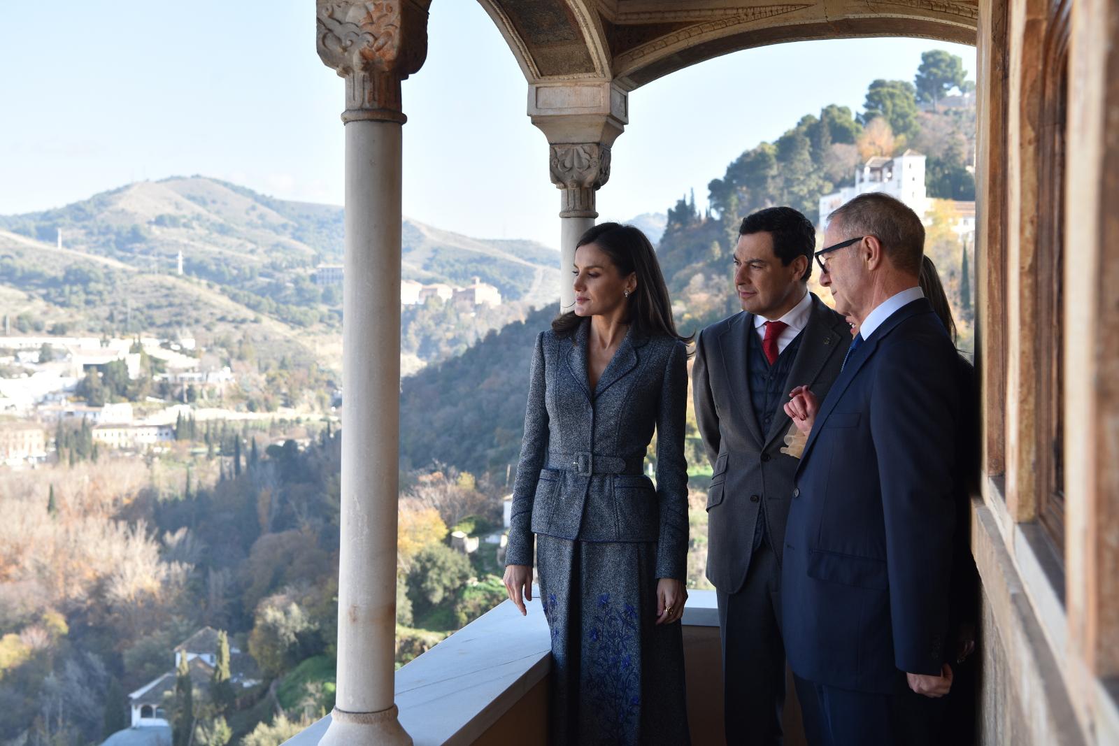 La Reina inaugura en la Alhambra una muestra sobre la Granada zirí y el universo beréber