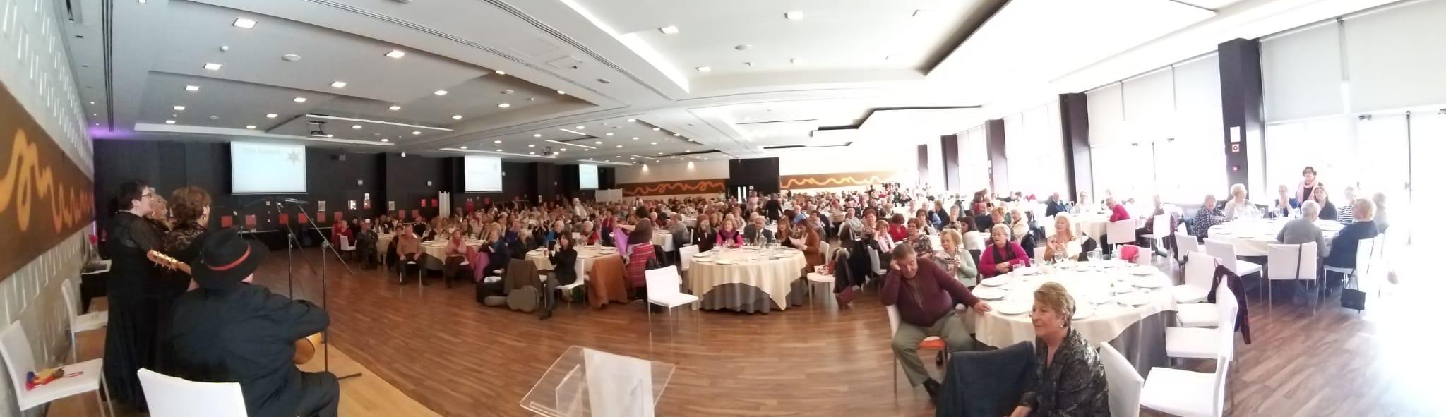 900 mayores participan en un encuentro navideño