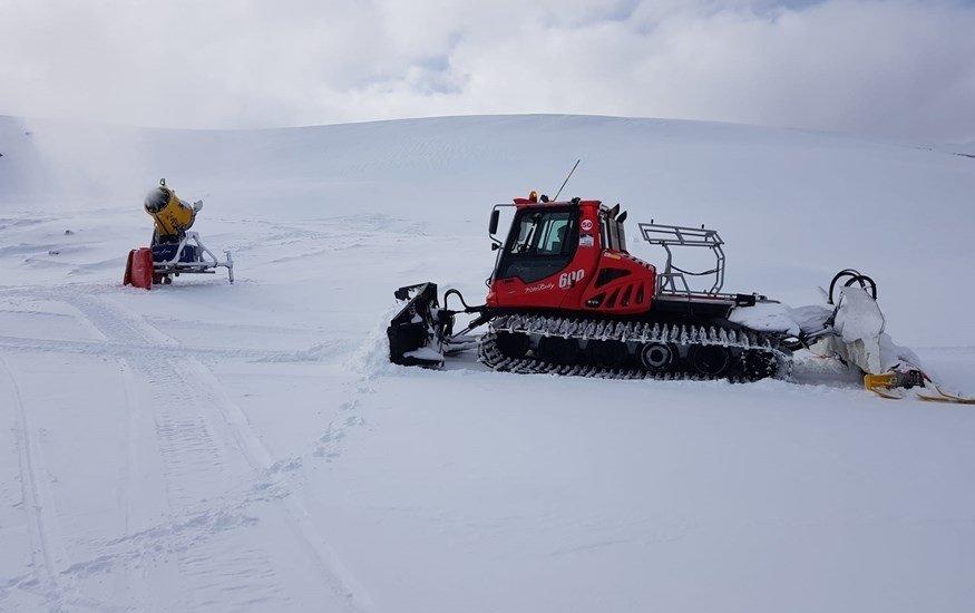 Sierra Nevada prepara la zona de Loma Dílar para el puente e iniciará este sábado el esquí nocturno