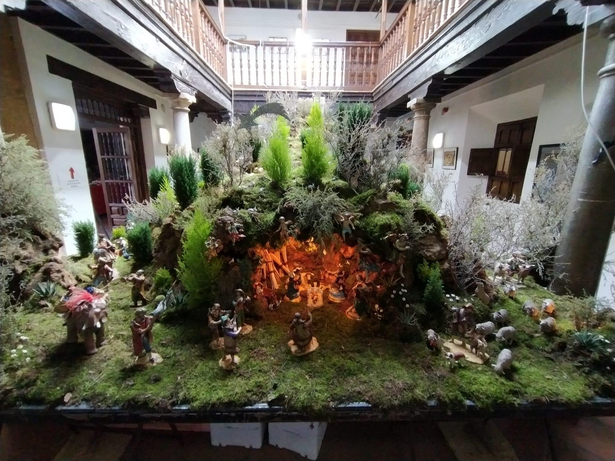 El Torreón de la las Gabias acoge un belén con más de 200 piezas