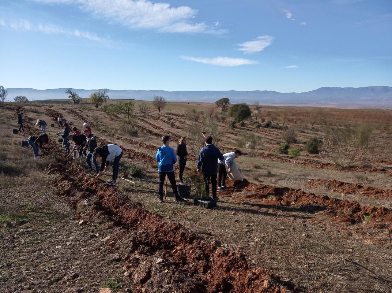 Estudiantes de Cúllar restauran la Finca La Vizcaína